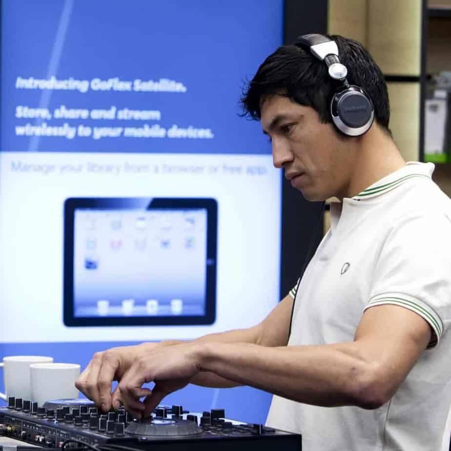 Oscar Arroyo DJ Esquimal - Storm DJs