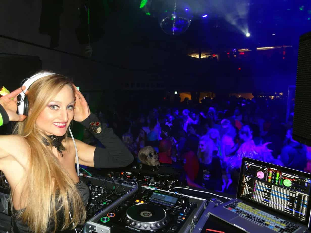 DJ Fabrizia - Storm DJs Agency London - female action