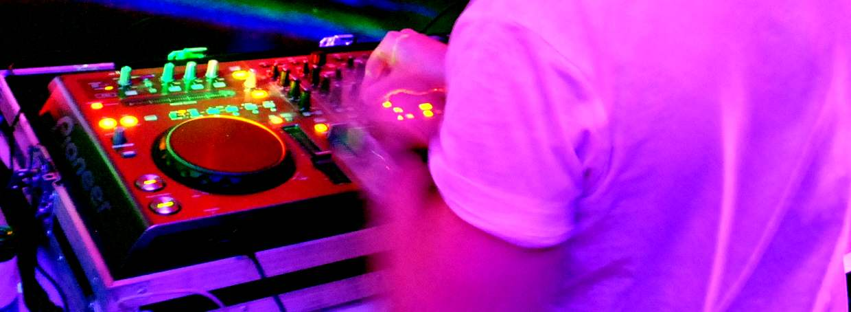 Storm DJs - DJ Hire London - turntable action