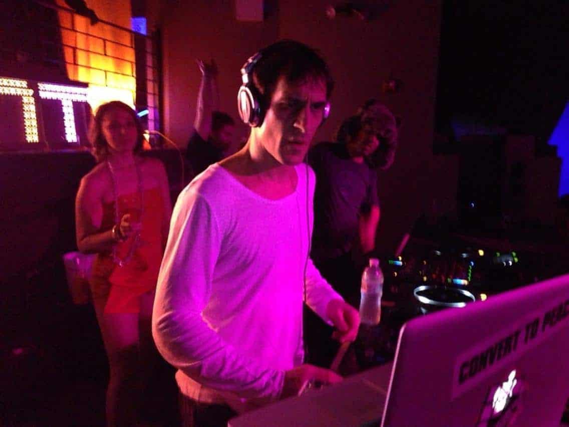 VJ Guillaume Clave - Profile 2 - DJ Hire Agency - Storm DJs